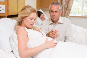 когда кладут на сохранение беременности
